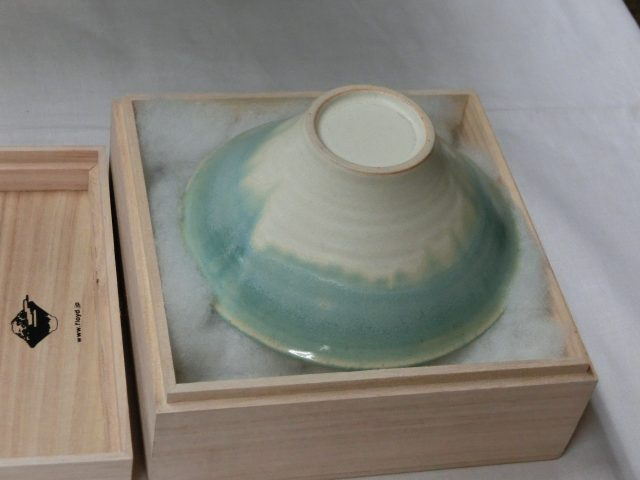 富士山に見立てた、美しい形と色のお茶碗