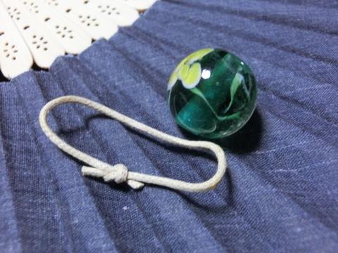 とんぼ玉を使って  小紐で帯留め