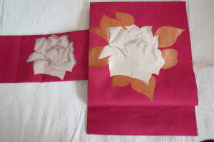 白い薔薇の刺繍