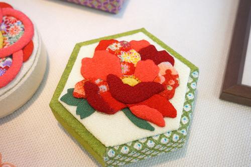 日本の伝統色を粋に楽しむ 四季の花咲く ちりめん押し絵乙女箱の会