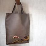 袋帯で作ったトートバッグ(A4サイズ対応) 刺繍柄(茶色地に花)