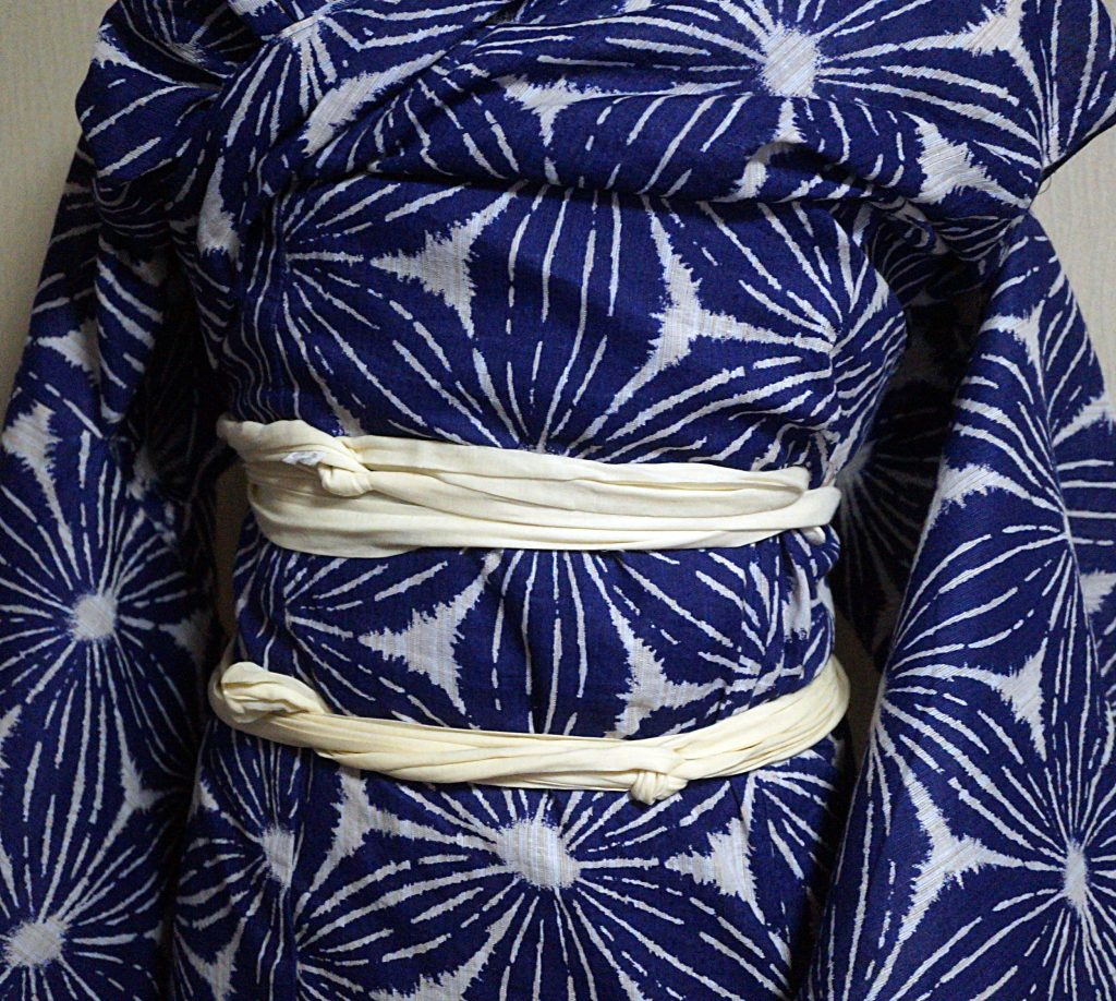 浴衣のおはしょりが長くて着にくい場合の着付け方。着丈の長い浴衣を楽に着る方法。