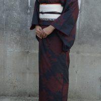 菊大島に喪服の帯締め