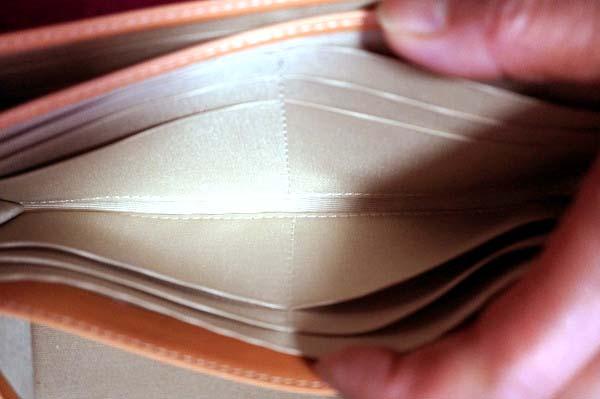 長財布カードスペース
