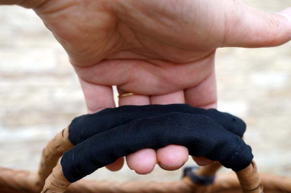 カゴバッグの持ち手と指輪