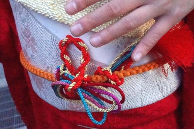 帯留めみたいに飾り紐