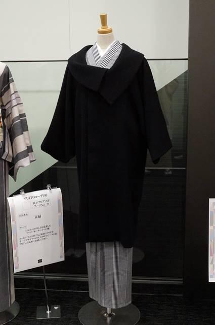 京扇さんのロールカラーのコート