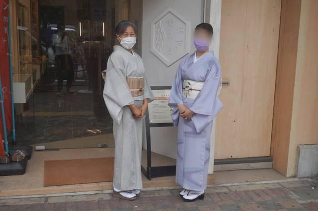 江戸鼈甲屋さんの店頭にて
