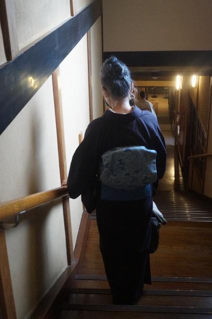 百段階段へ着たきもの