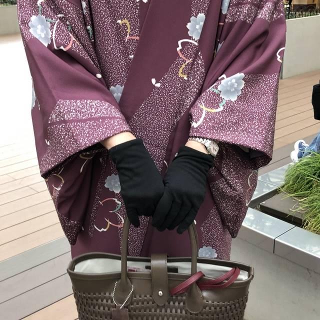 本革バッグと手袋